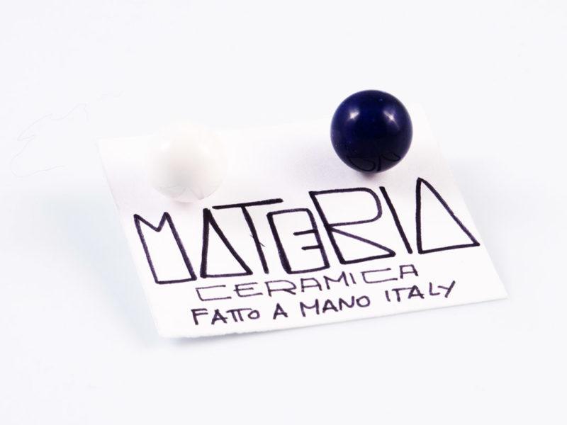 """Orecchini in ceramica """"Perla bianco&blu""""-Materia Ceramica"""