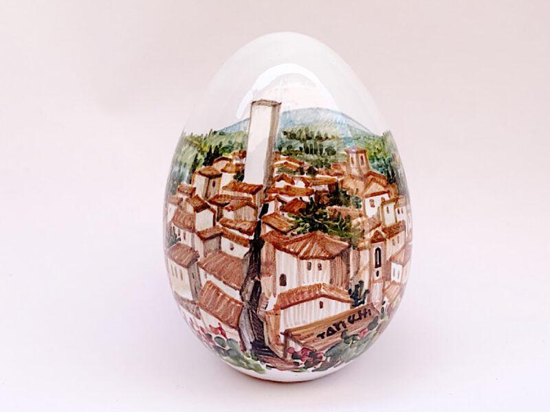 """Uovo in ceramica con vista su """"Torre degli Sciri"""""""
