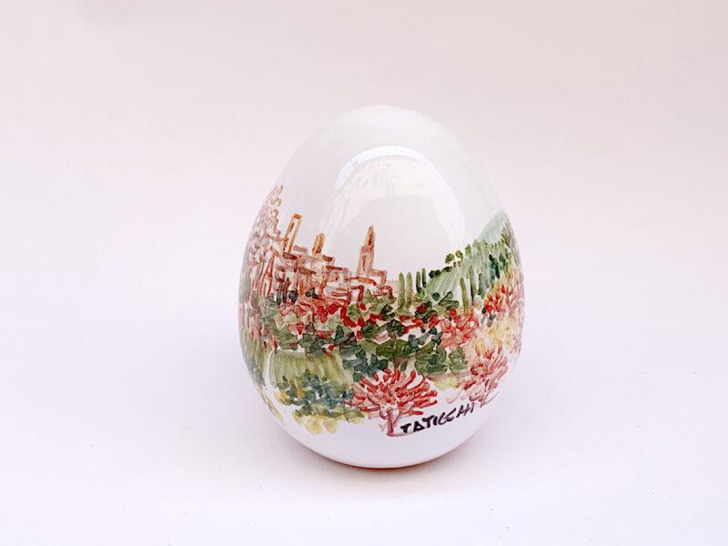Uovo in ceramica con vista su Perugia